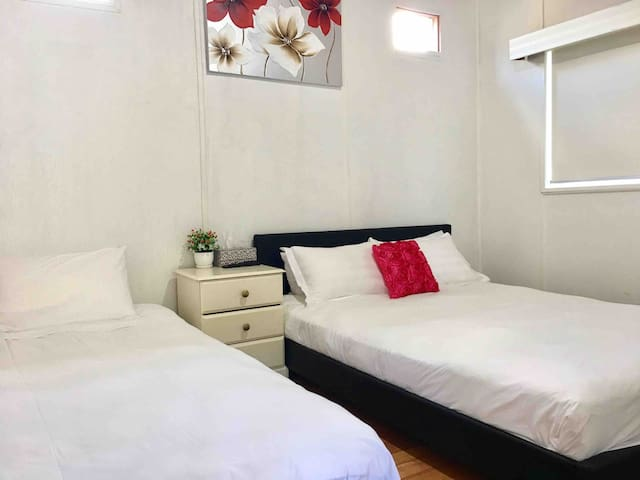 Melbourne Balwyn----queen bed and single bed