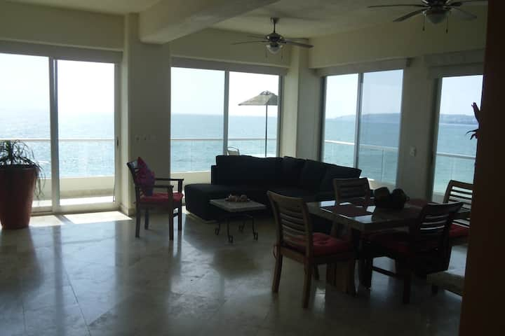 Condo level 3 Oceanfront Two Bedroom, Parking