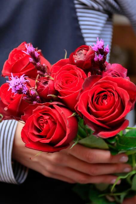 Dancing, dragons & roses : Sant Jordi