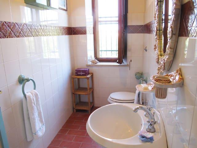 bagno piccolo lavabo bidet wc