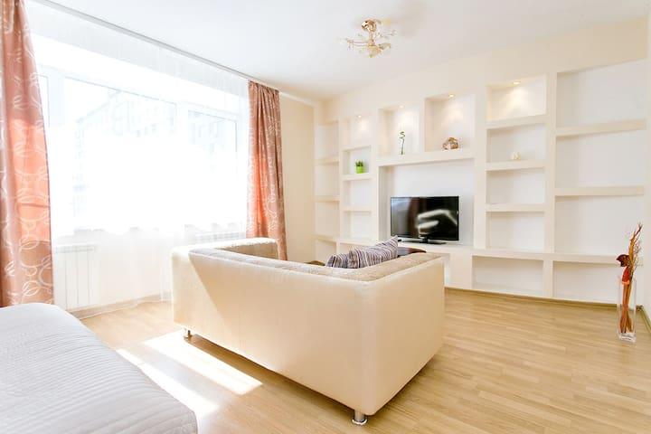Отличная квартира в центре на ул.Невзоровых, 66а - นิจนีย์นอฟโกรอด