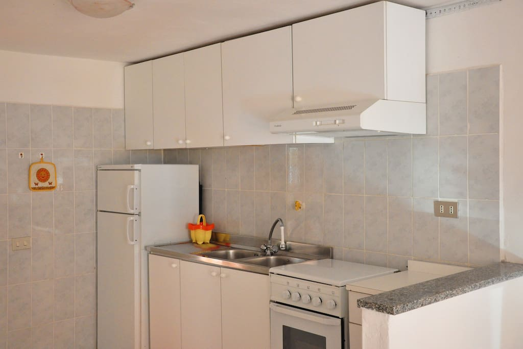 Full-equiped kitchen to prepare delicious meals after a day at the beach