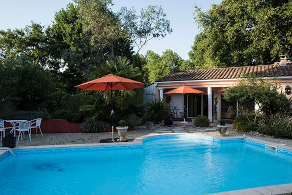 Studio quip avec piscine aux portes de bordeaux suites for Location de studio a bordeaux