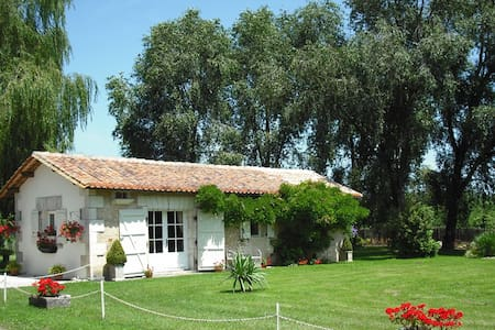 Chez Fert Country Cottage - Ronsenac - Casa