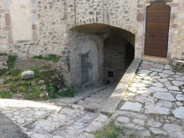 Casa in Valnerina immersa nel verde - Sant'Anatolia di Narco