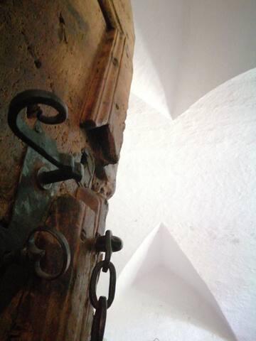 Historisches Gewölbe Zimmer mit Whirlpool-Badewann