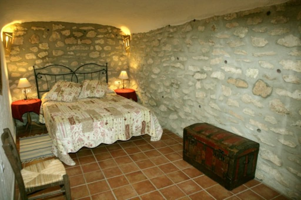 Casa cueva la piedra caves for rent in galera granada for La casa de granada madrid