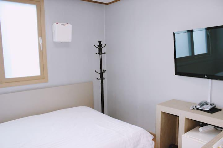 기풍호텔_8평양실(더블),서귀포남원,바다도보3분거리,17년리모델링