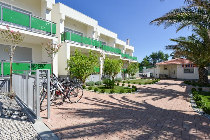 Great apartment for 7 persons near the sea