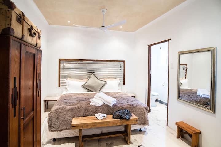 Gabriella Private En-Suite Room
