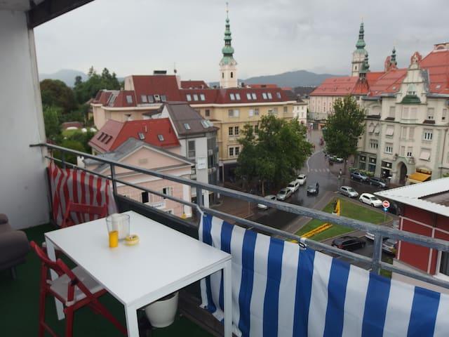 Schöner Blick auf Berge und Stadt - Klagenfurt - Appartement