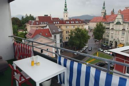 Schöner Blick auf Berge und Stadt - Klagenfurt - Apartemen