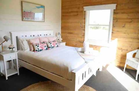 The Blue Lady Cottage Luxe by the sea for 2 guests