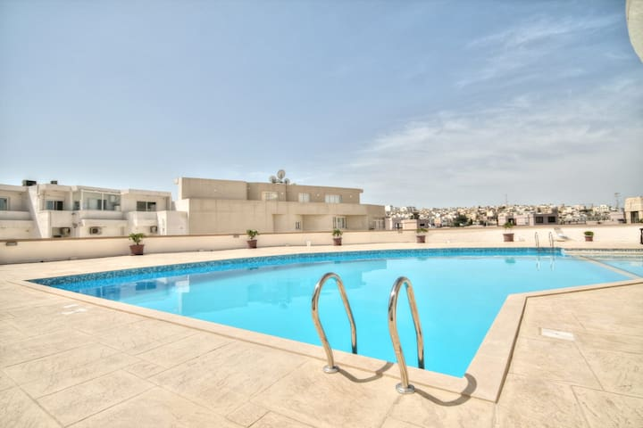 Spinola Court with Pool and Garden - Swieqi