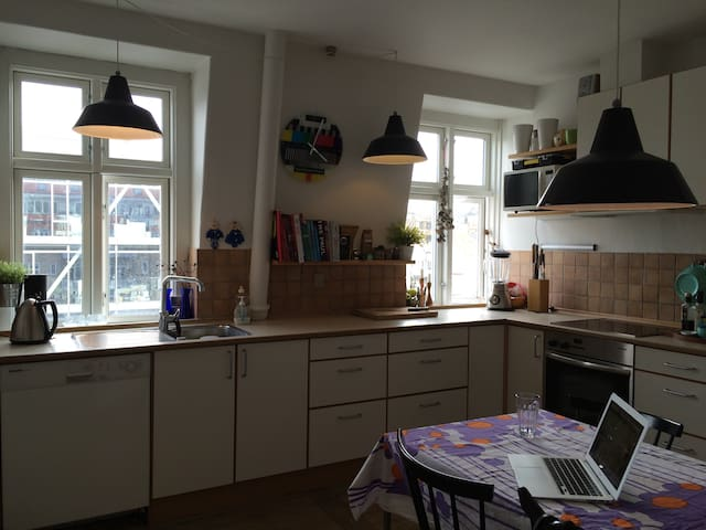 90 sq.m with balcony in the center - Aarhus - Apartmen
