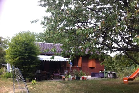 maisonnette avec grand jardin - Casa