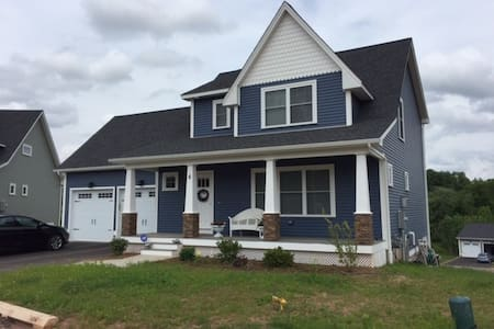 Brand New House Close to Airport and 2 Cities - Suffield - Hus