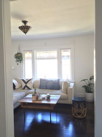 Lovely bedroom in Cozy Echo Park/Silver Lake Apt. - Los Angeles - Appartement