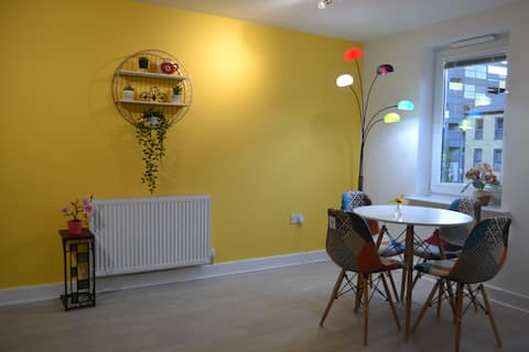 Modern townhouse, Sleeps 4 with parking