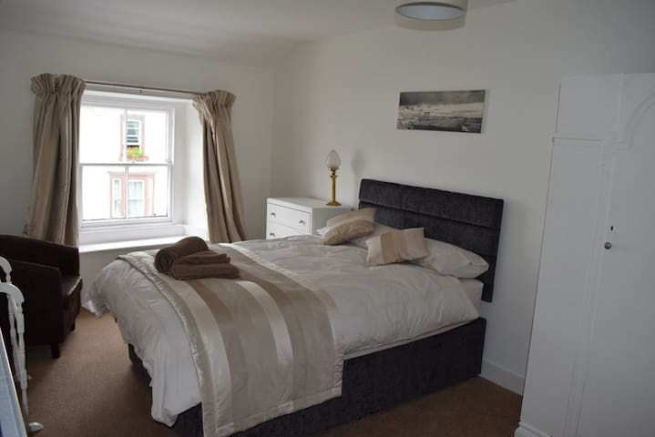 Double en-suite in central keswick - Keswick - Bed & Breakfast
