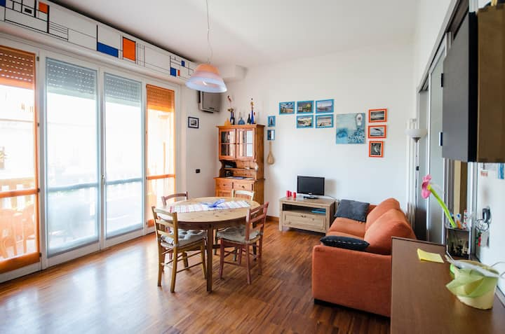 Bright apartment with terrace and free parking