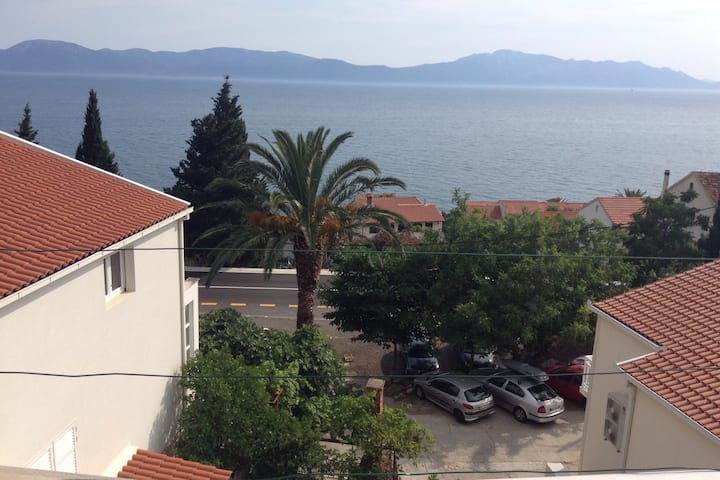 Four bed apartment. Walk to beach