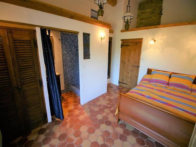 Une autre chambre avec sdb