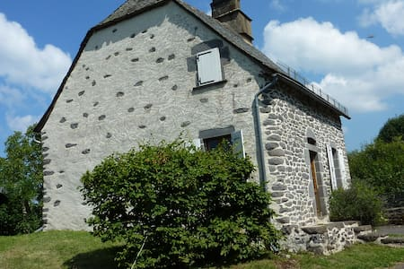 Authentic cottage in Auvergne - Chaussenac - 獨棟