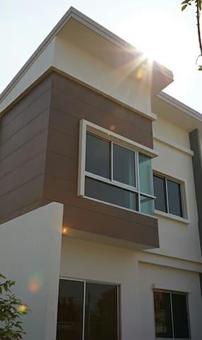 2 stories house full furnish