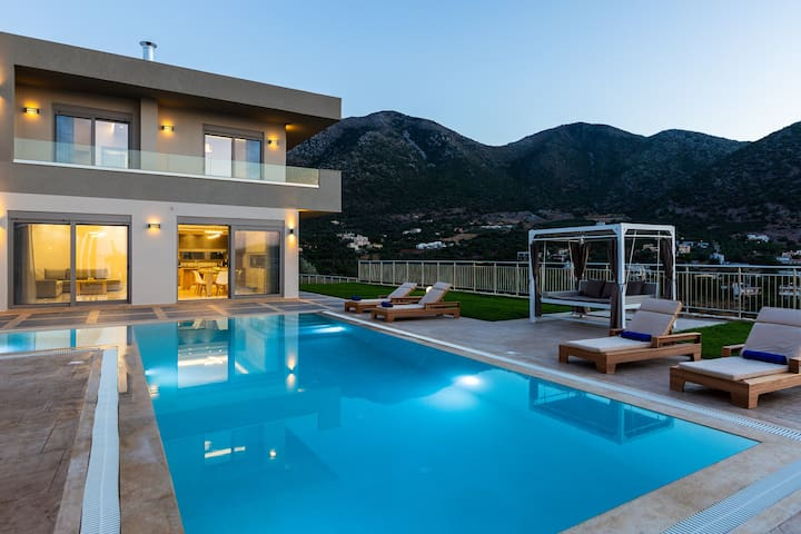 Villa Oraia Eleni, infinite coastal views!