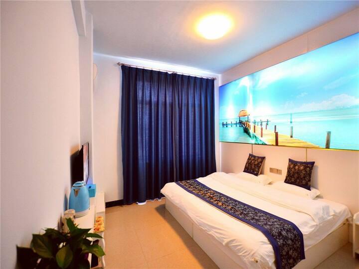 距离银滩300米,北海《幻海驿栈》2米4豪华大床房,免费码头接送