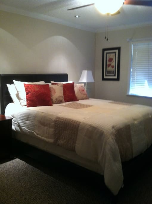 Master Bedroom, Queen Bed, Walk In Closet