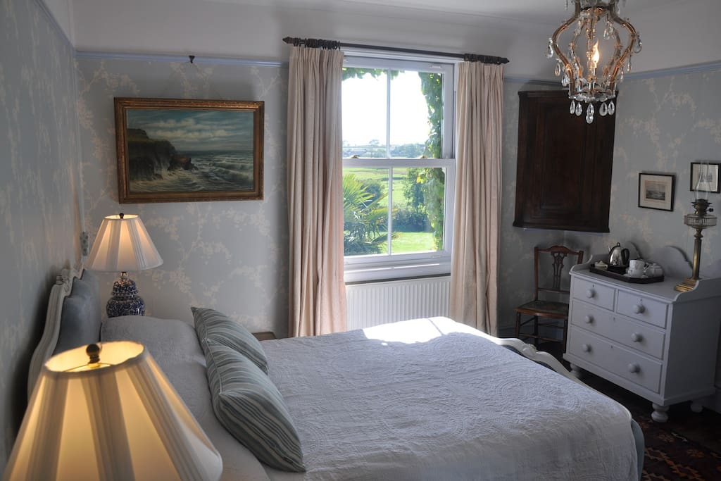 West lodge b b godolphin room chambres d 39 h tes louer for Chambre hote 93