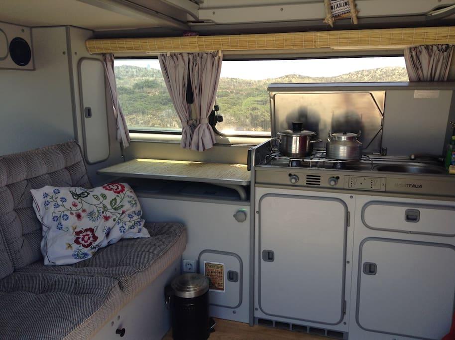wohnen im bulli t3 direkt am strand wohnwagen zur miete. Black Bedroom Furniture Sets. Home Design Ideas