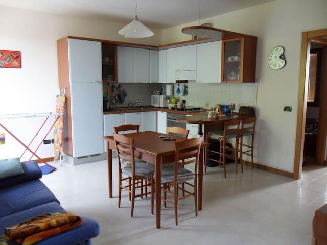 Accogliente appartamento a Cento - Cento - Departamento