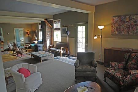 The Adirondack Vacation Loft - Upper Jay - Huoneisto