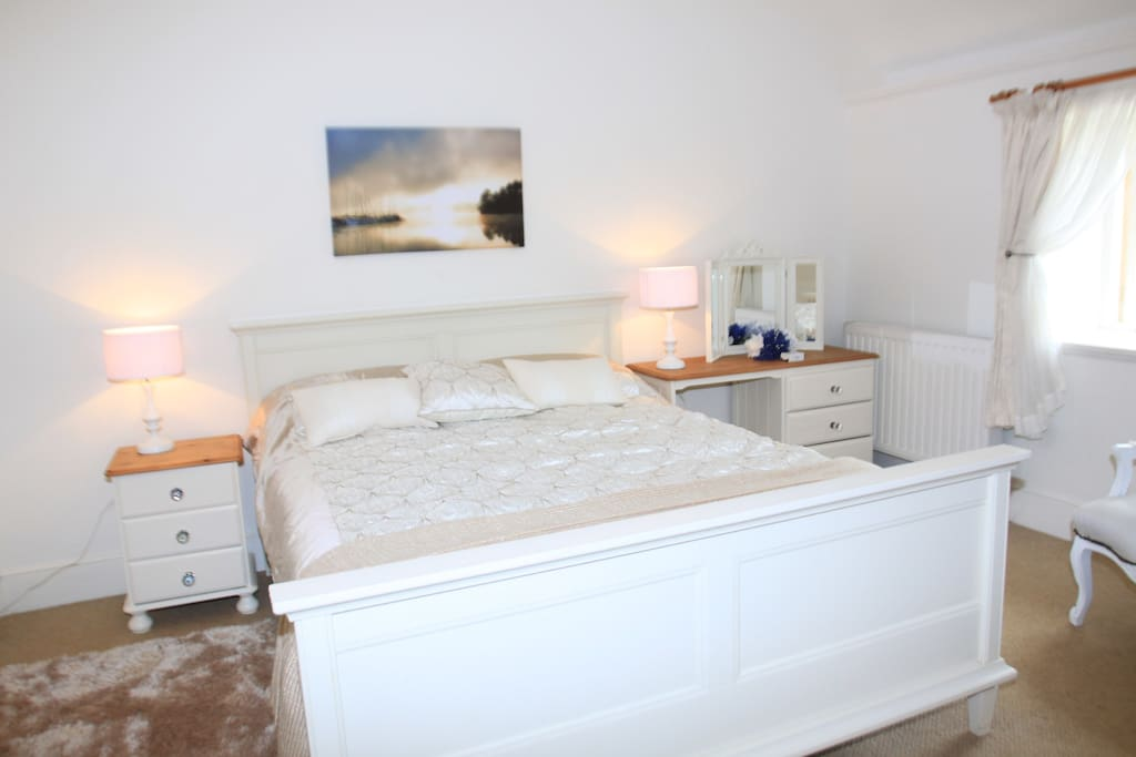 Master Bedroom with kingsized bed and en-suite