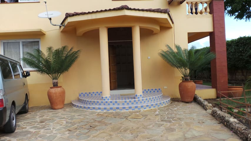 Private simple home in Mombasa - Mombasa - Casa