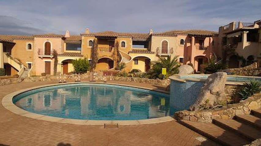 Residence con piscina vista mare - Golfo Aranci - Lejlighed