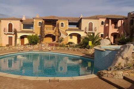 Residence con piscina vista mare