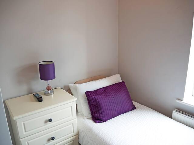Small single bedroom