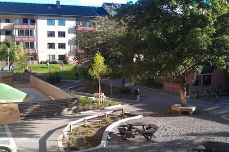 Nice room near Globen Stockholm - Gamla Enskede - アパート