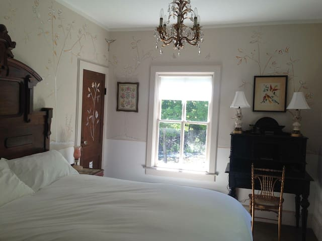 The DeWitt, Oak Hill: Room 48