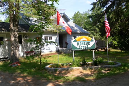Lakeside Cottages for Rent! - Sharbot Lake