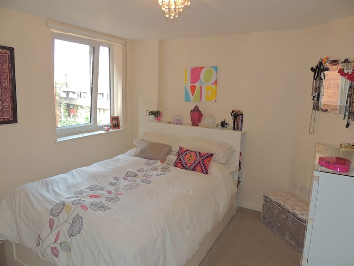 Clean Cosy Modern 1 Bed Flat,  Entire Property