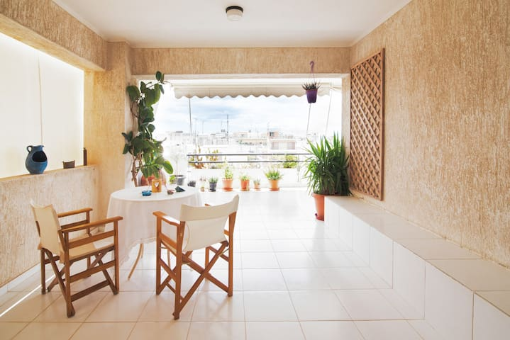 Comfortable home with large balcony near the metro