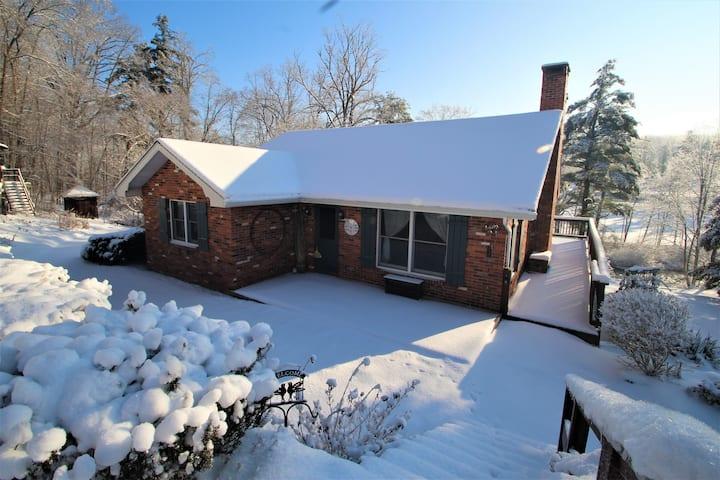 Lois Lane Stream side Cottage w/ Swimming Hole