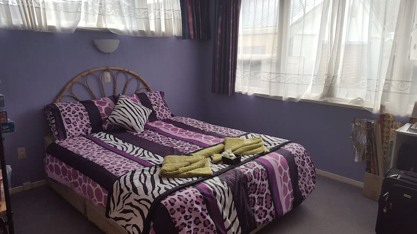 Spacious room  - also available for LIONS TOUR - Lower Hutt - Dom