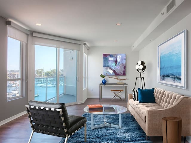 STUNNING 1br WATERFRONT Apt with Marina Views