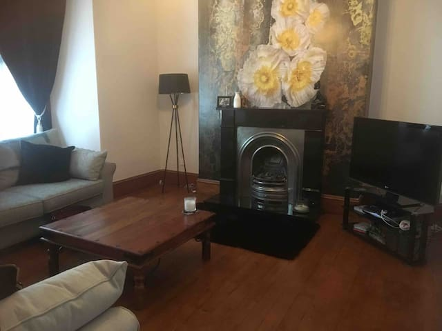Large self contained flat, near city centre
